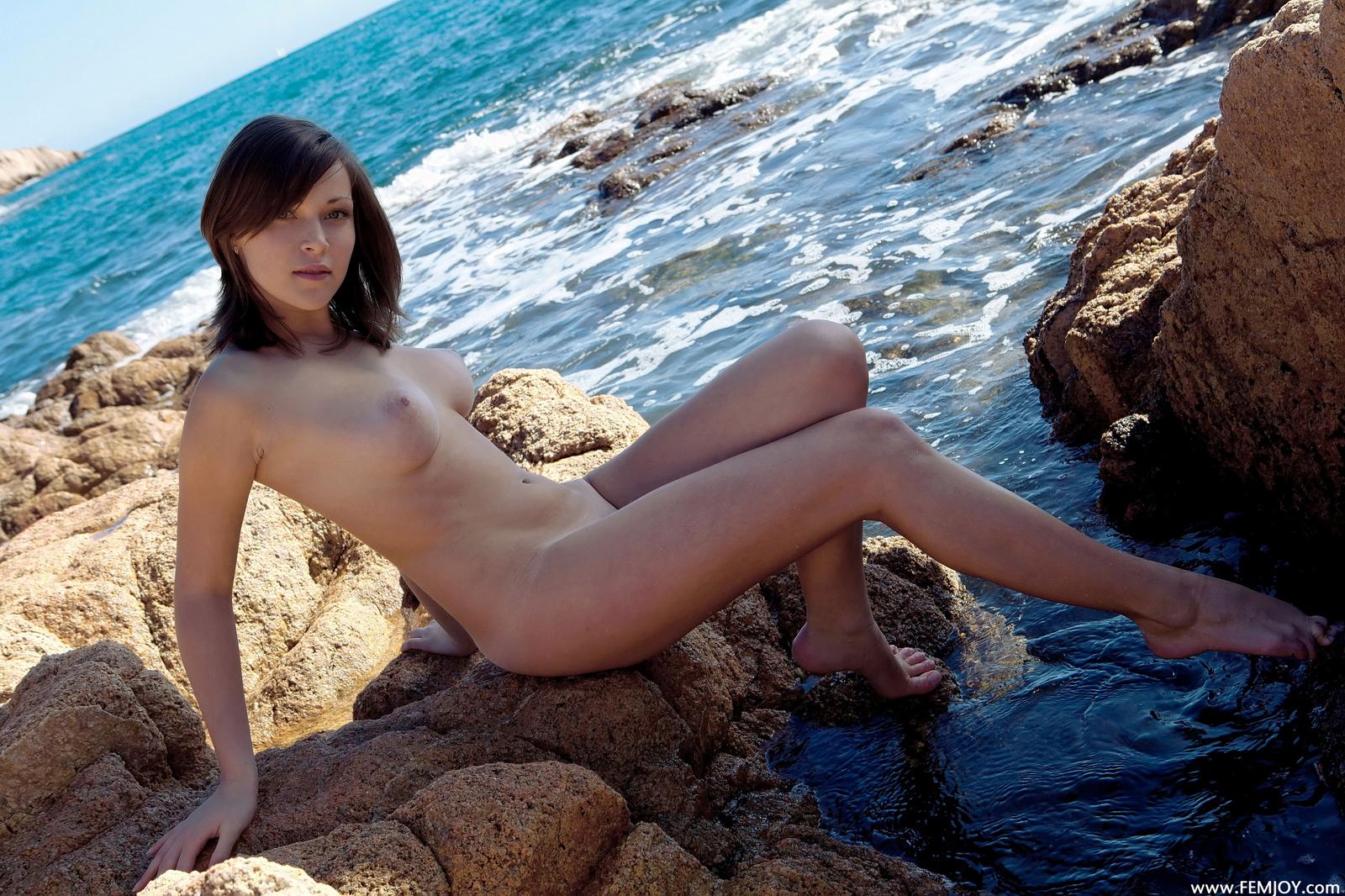 sophia-h-seaside-naked-boobs-rocks-femjoy-33