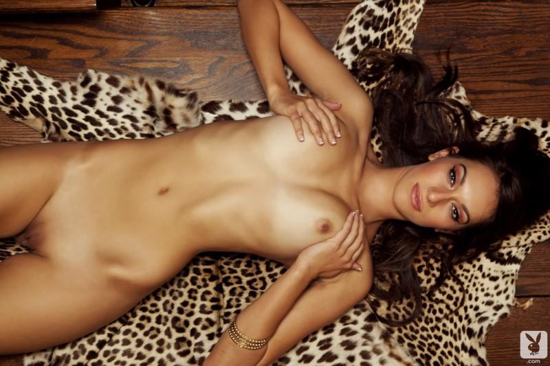 Longa naked kat