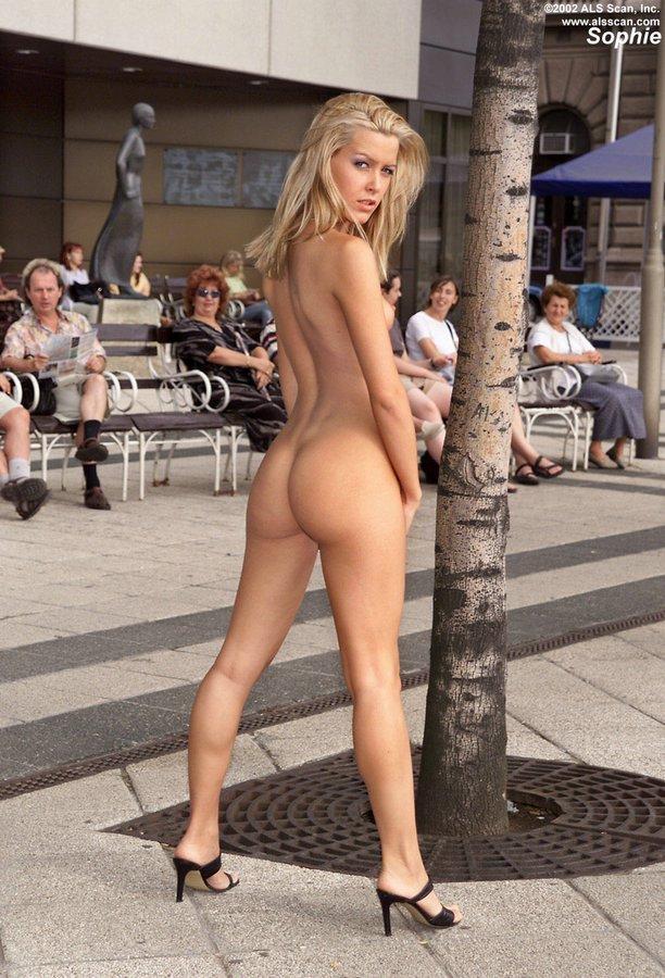 Puplic nude