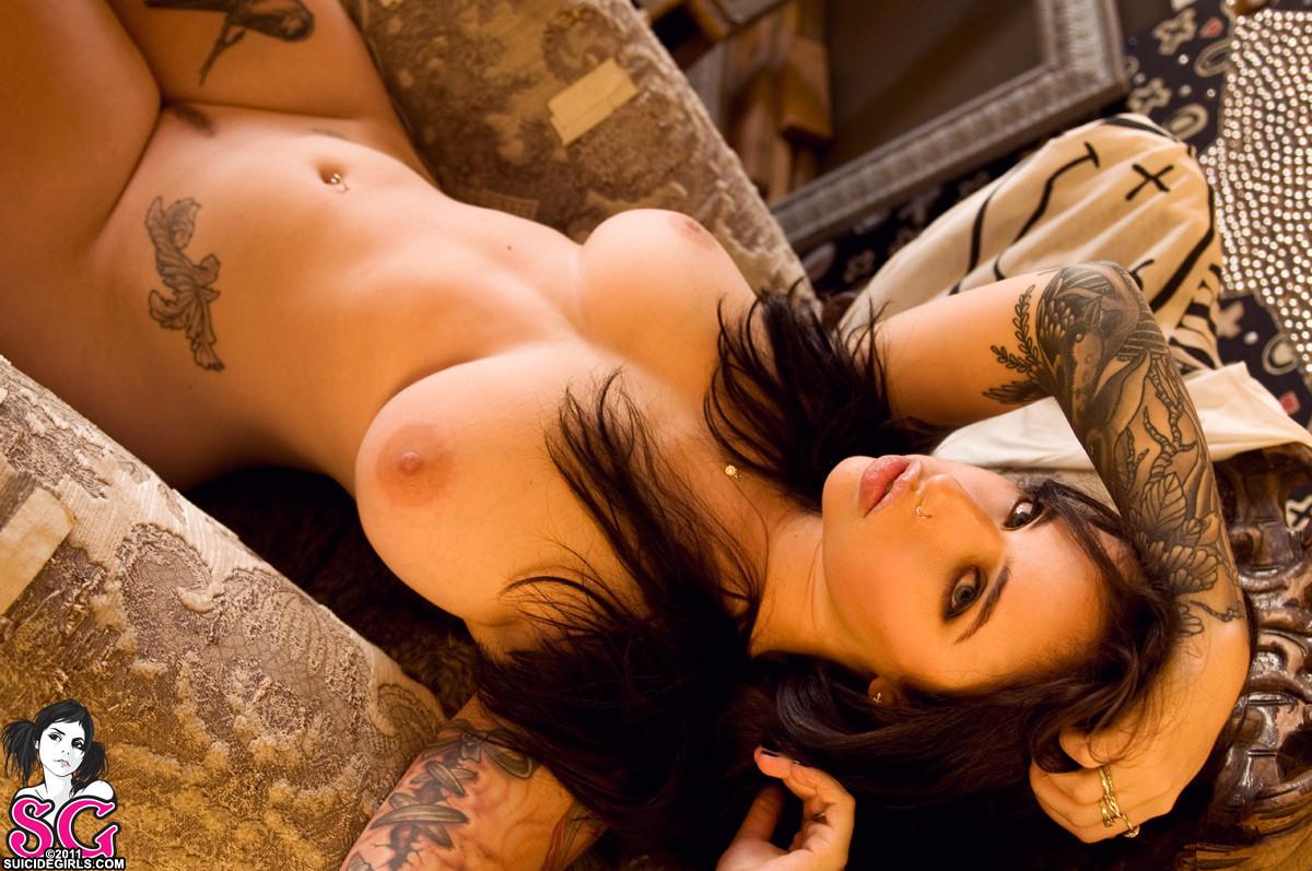 голые телочки с тату онлайн есть голые русские