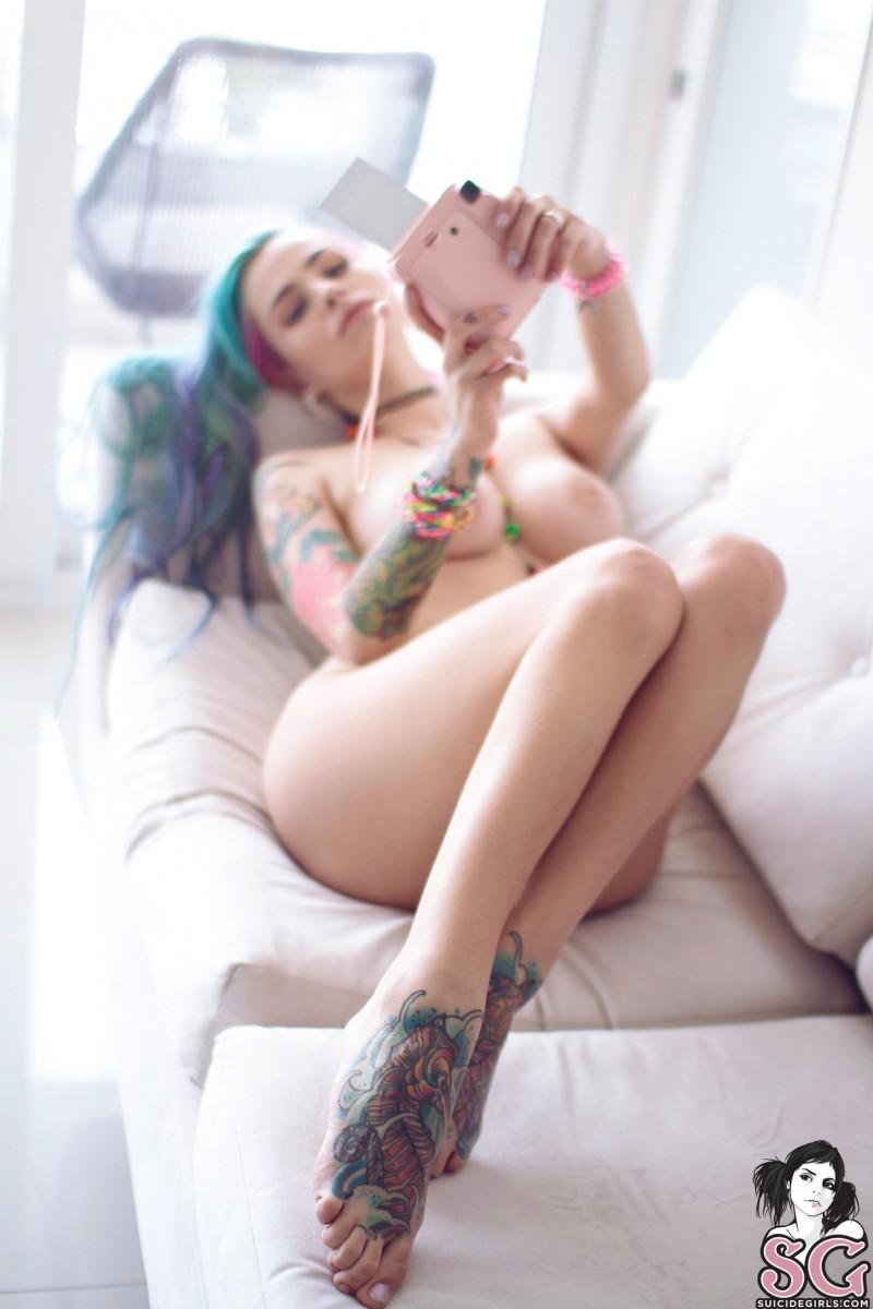 suicide girls selfie blonde nue