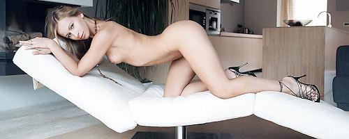 Susana Spears in black high heels