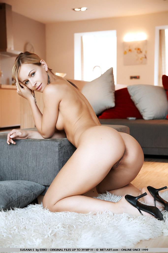 Susana Spears Naked In Living Room-8180