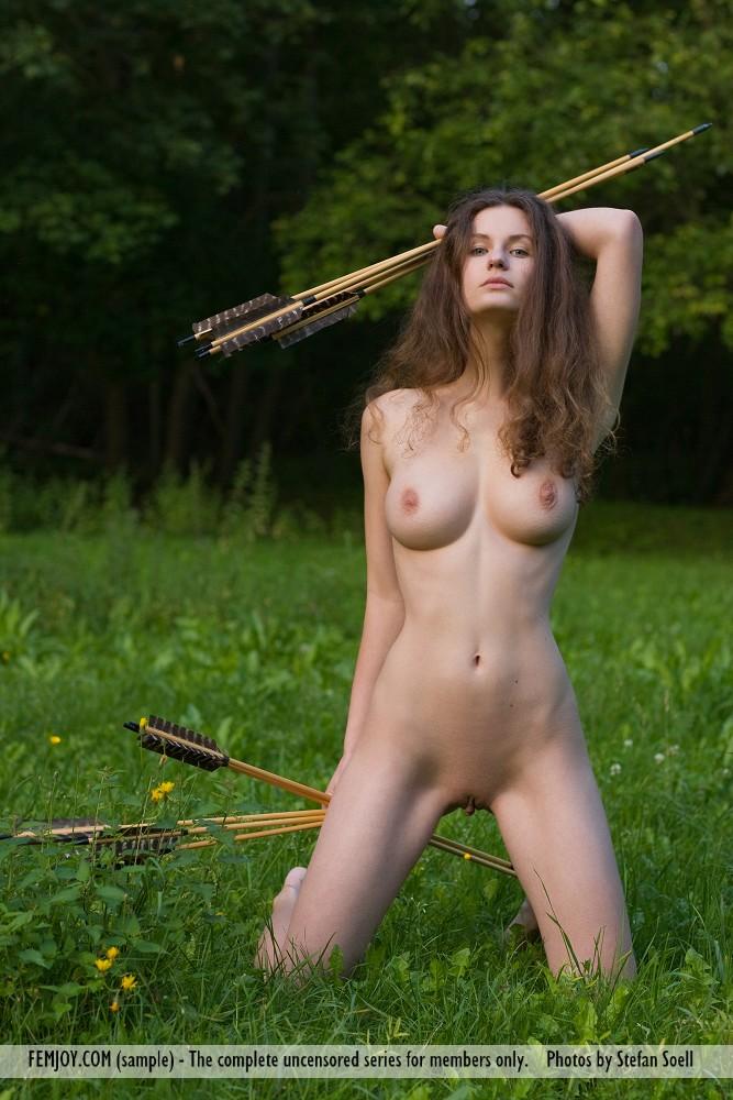 Gulf woman with nude boobs
