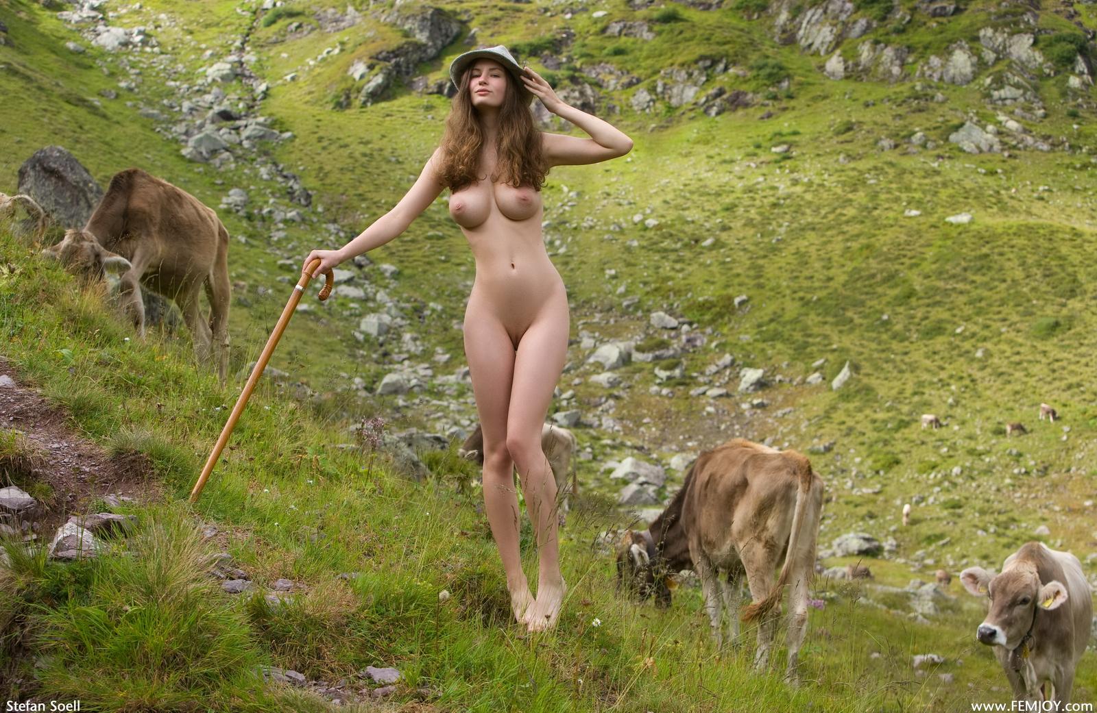 susann-tits-cowgirl-hat-shepherd-naked-femjoy-03