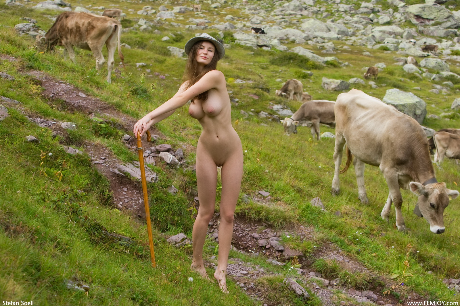susann-tits-cowgirl-hat-shepherd-naked-femjoy-11