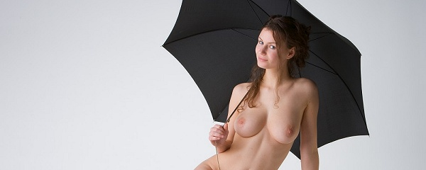Susann – Girl with umbrella