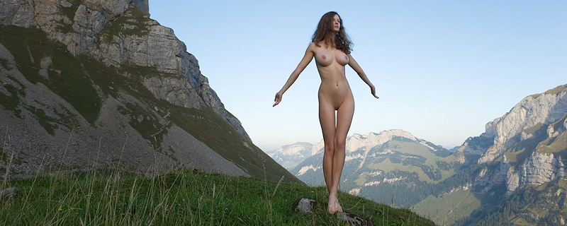 Susann naked in the mountains vol.2