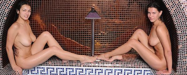 Suzanna & Sofi in baths