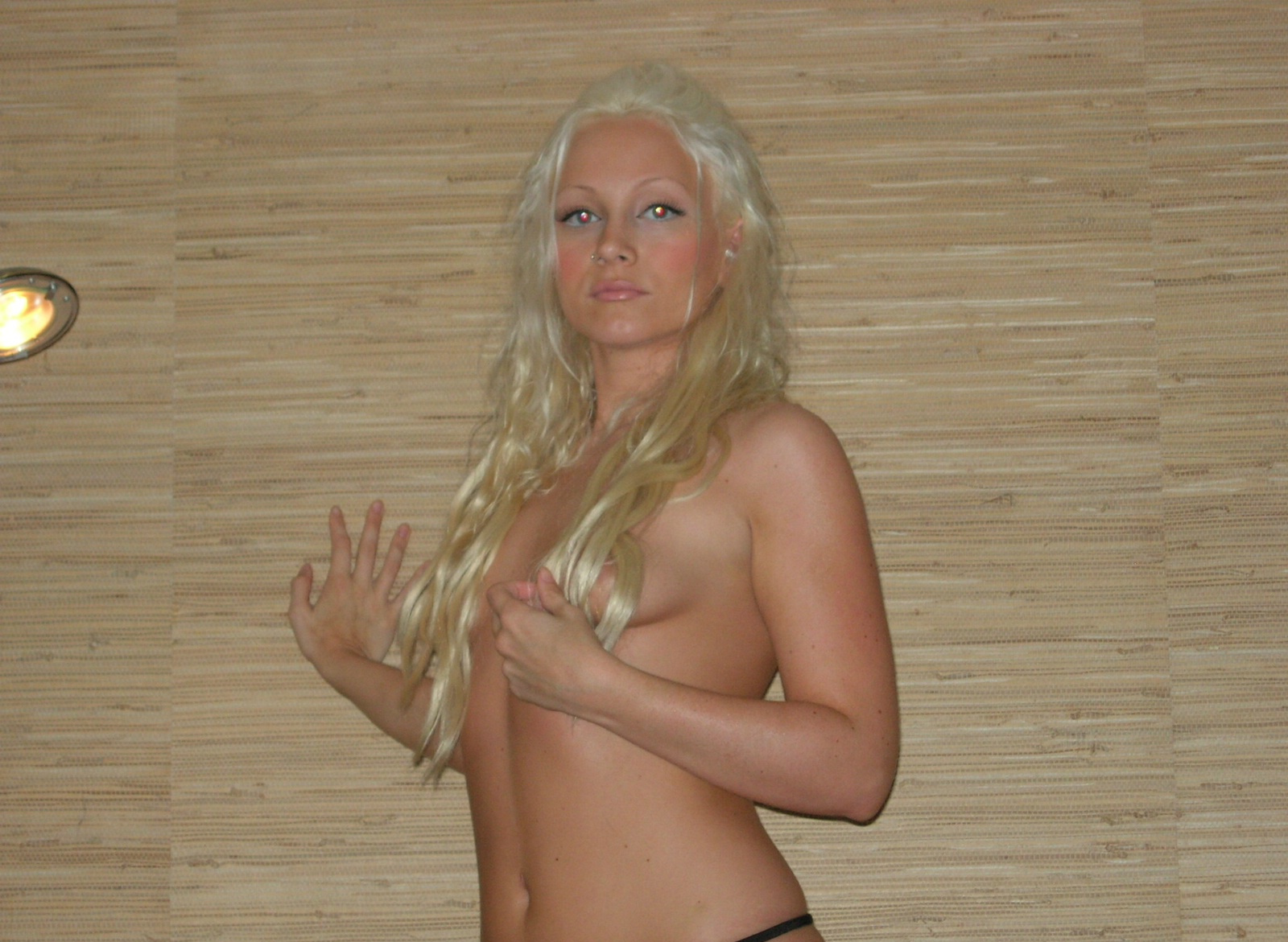 blonde-amateur-girl-from-sweden-young-naked-05