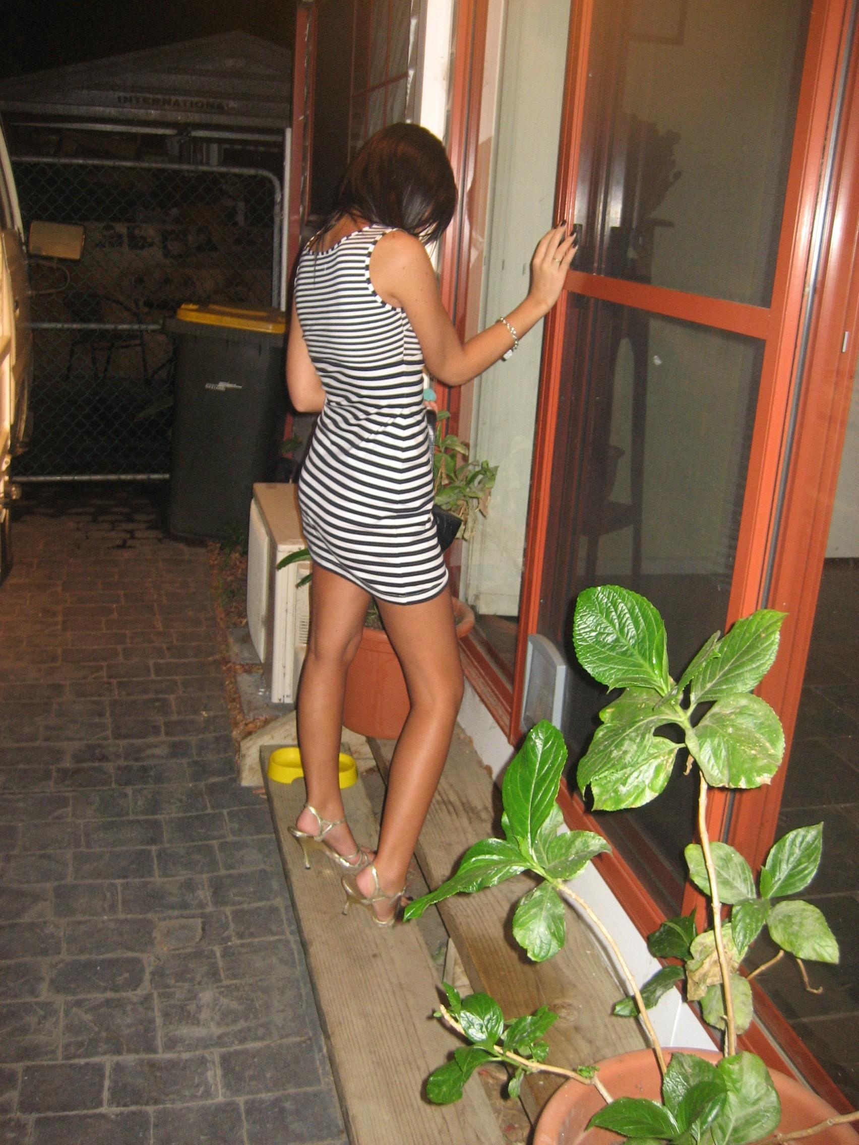 tanned-amateur-girl-slim-body-naked-01