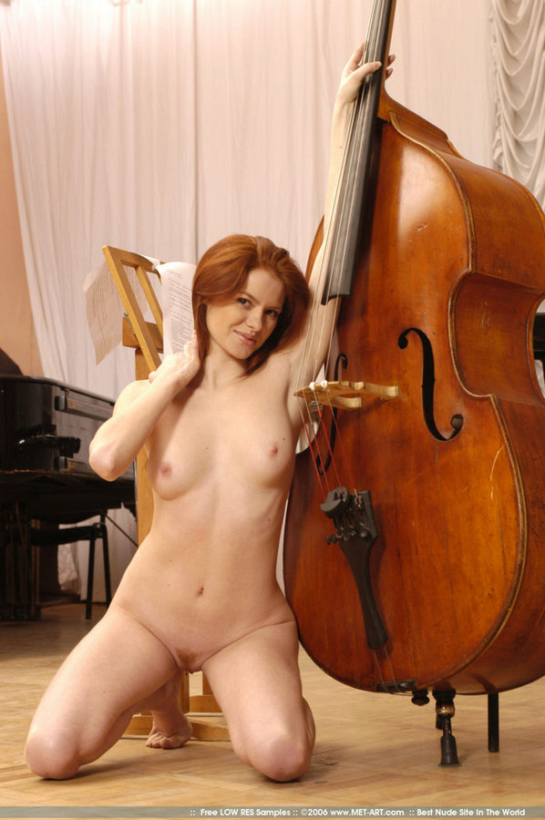 Tanya And Double Bass - Redbust-5463
