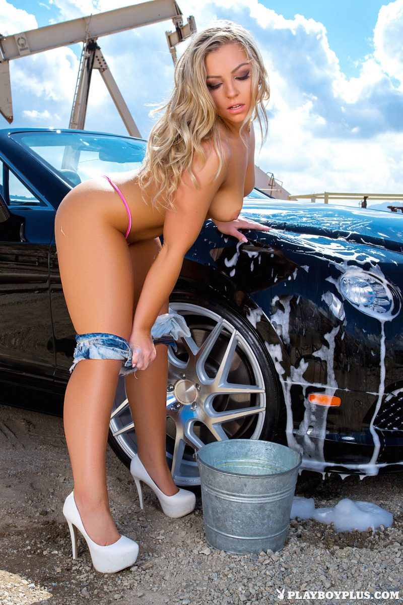 nude car wash for women