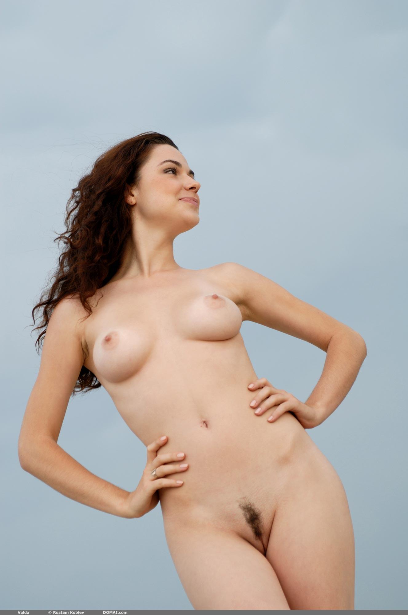 valda-beach-nude-pussy-natural-boobs-domai-03