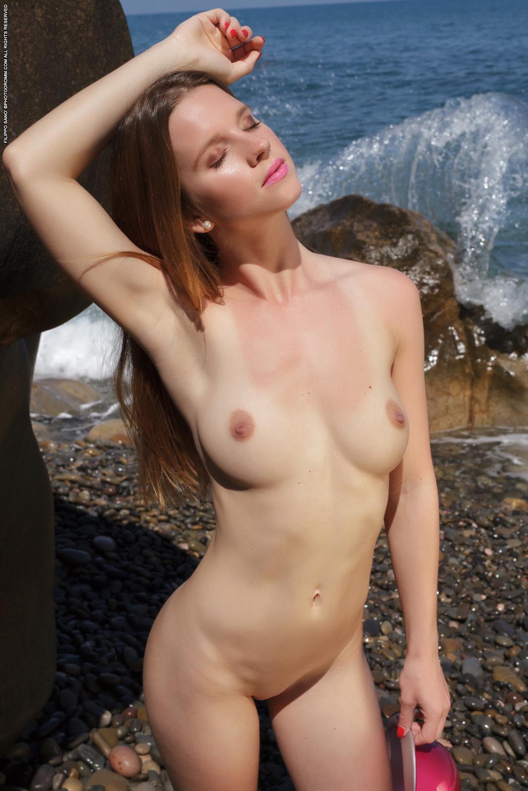 amanda-seaside-beach-nude-photodromm-09