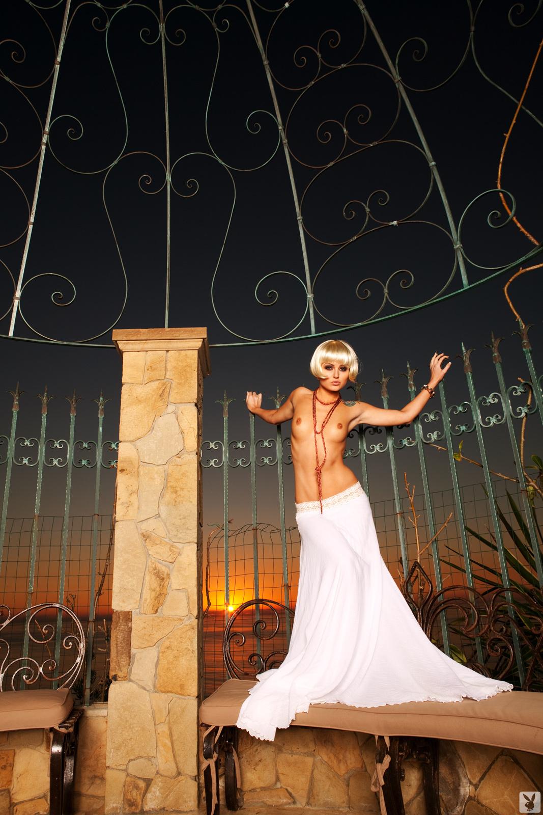 veronica-lavery-blonde-naked-playboy-02