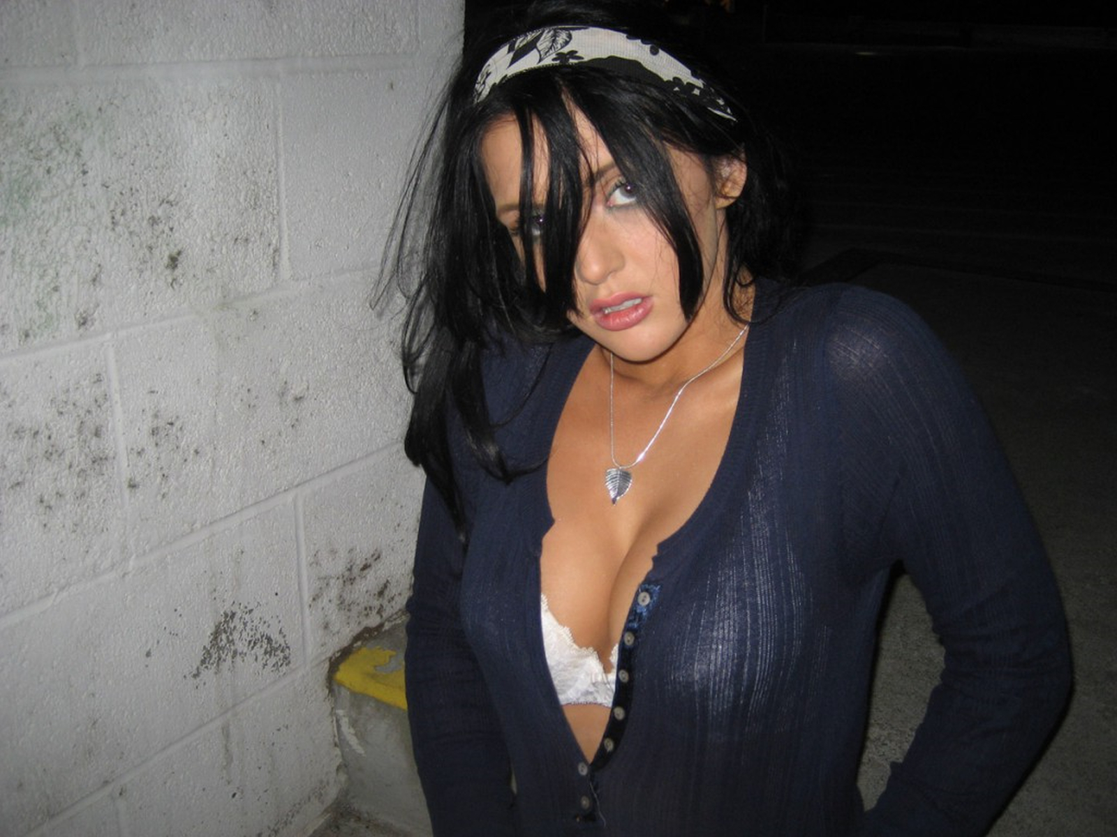 veronica-ricci-nude-flash-in-public-night-car-park-25