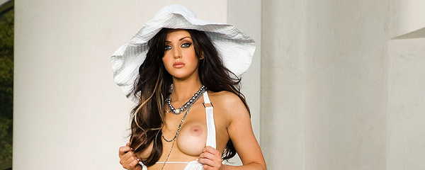 Veronica Ricci – White summer hat