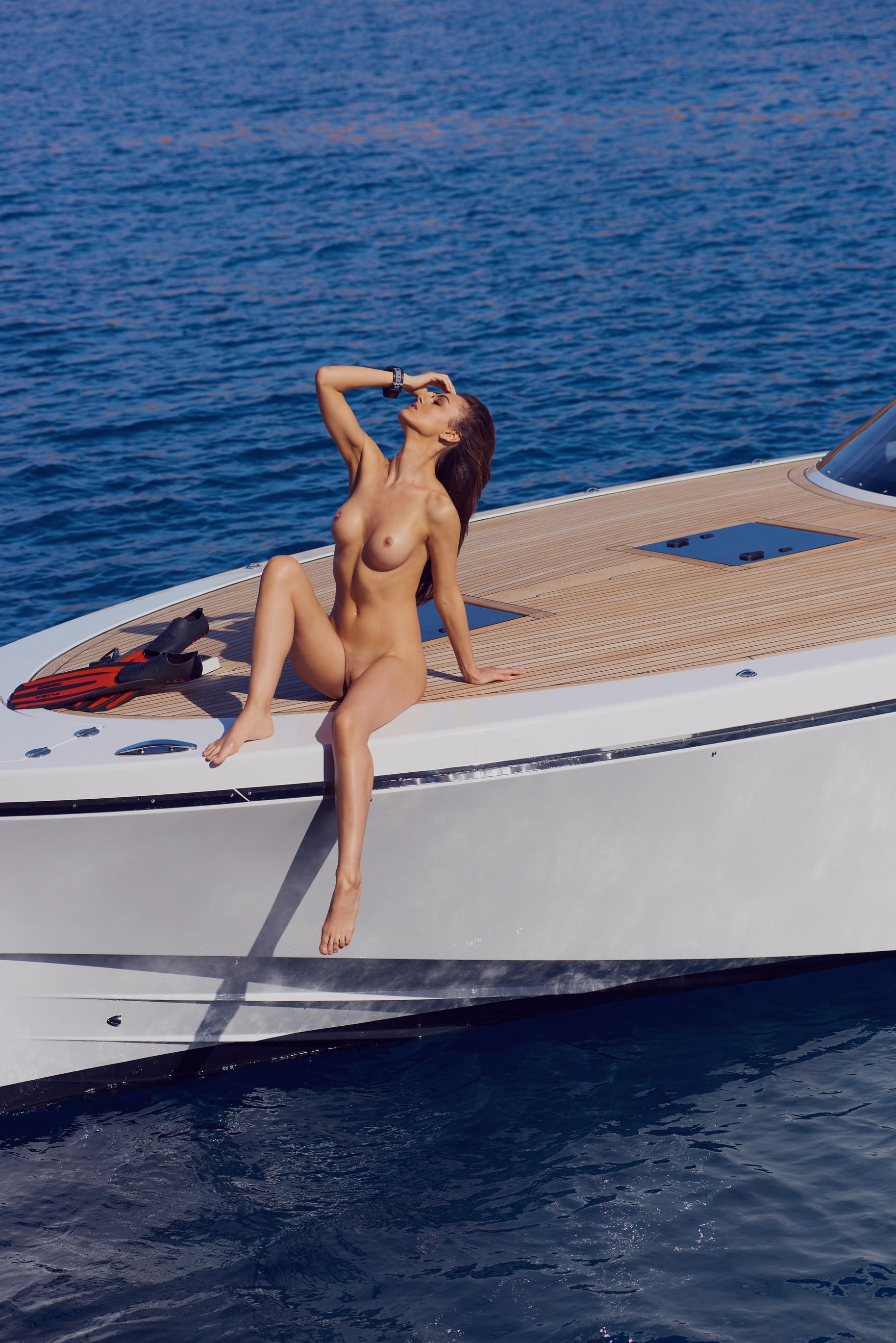 veronika-klimovits-naked-diving-motorboat-seaside-playboy-03