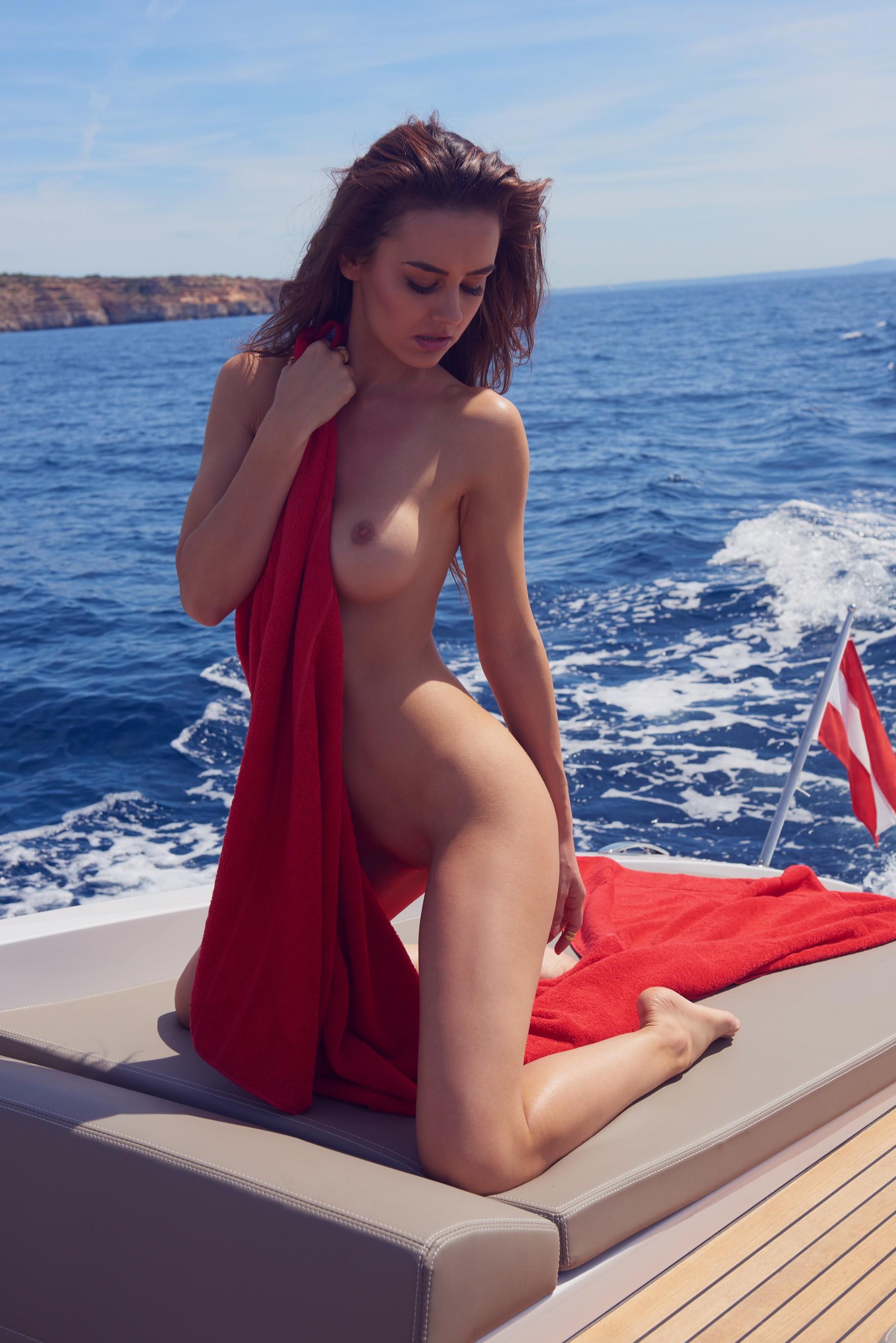 veronika-klimovits-naked-diving-motorboat-seaside-playboy-16
