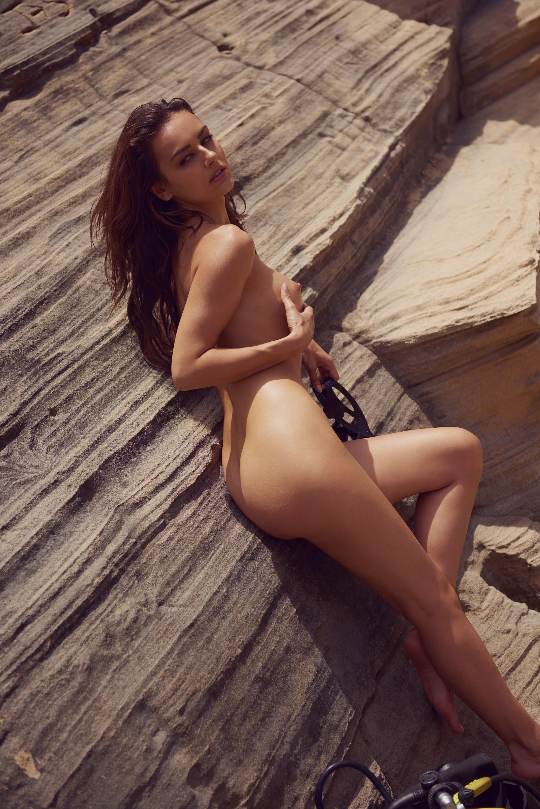 veronika-klimovits-naked-diving-motorboat-seaside-playboy-33
