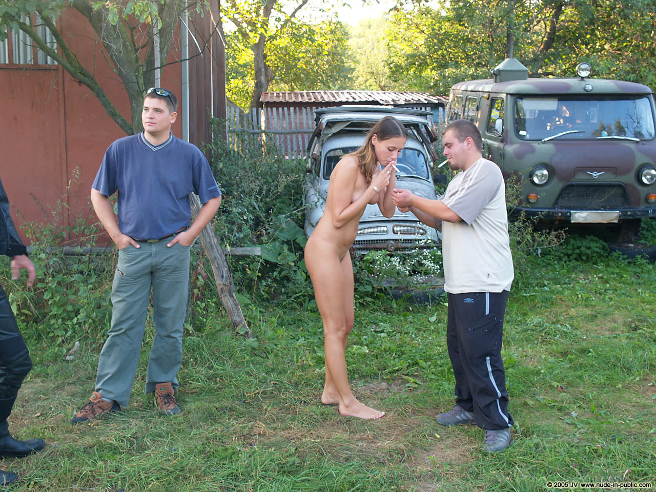 veronika-e-junkyard-cars-mechanic-nude-in-public-24