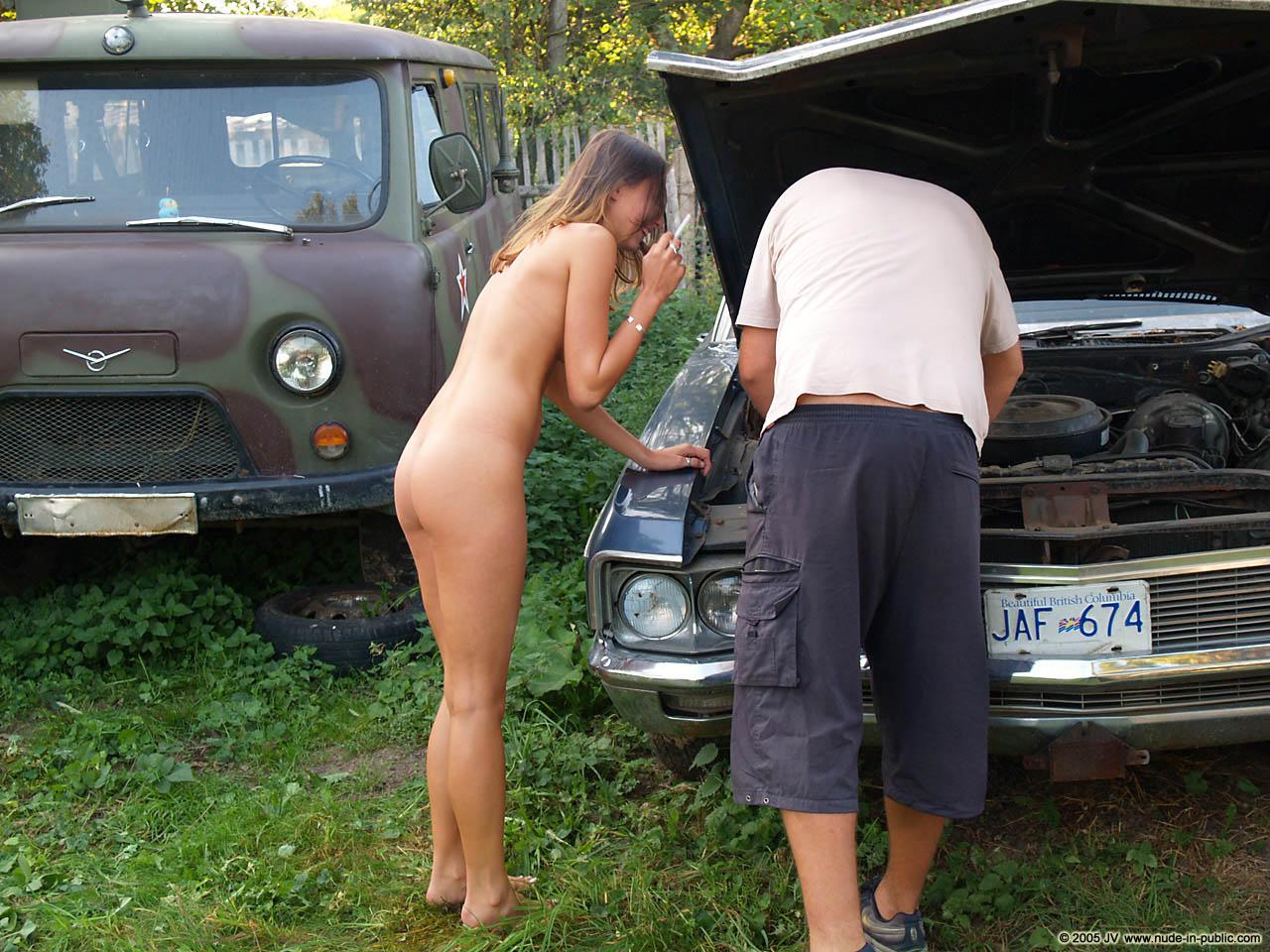 veronika-e-junkyard-cars-mechanic-nude-in-public-27