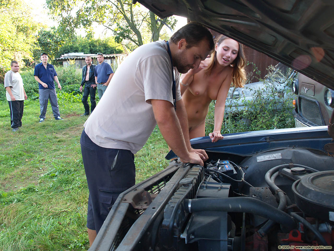 veronika-e-junkyard-cars-mechanic-nude-in-public-28