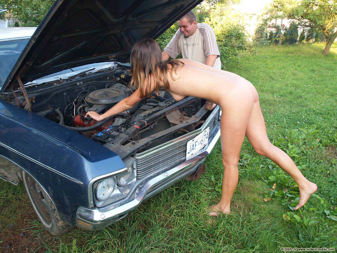 veronika-e-junkyard-cars-mechanic-nude-in-public-30