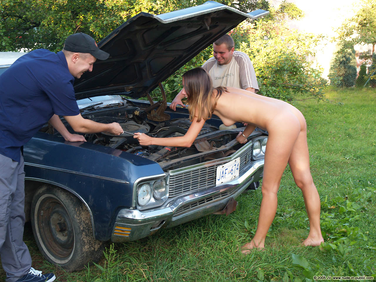 veronika-e-junkyard-cars-mechanic-nude-in-public-31