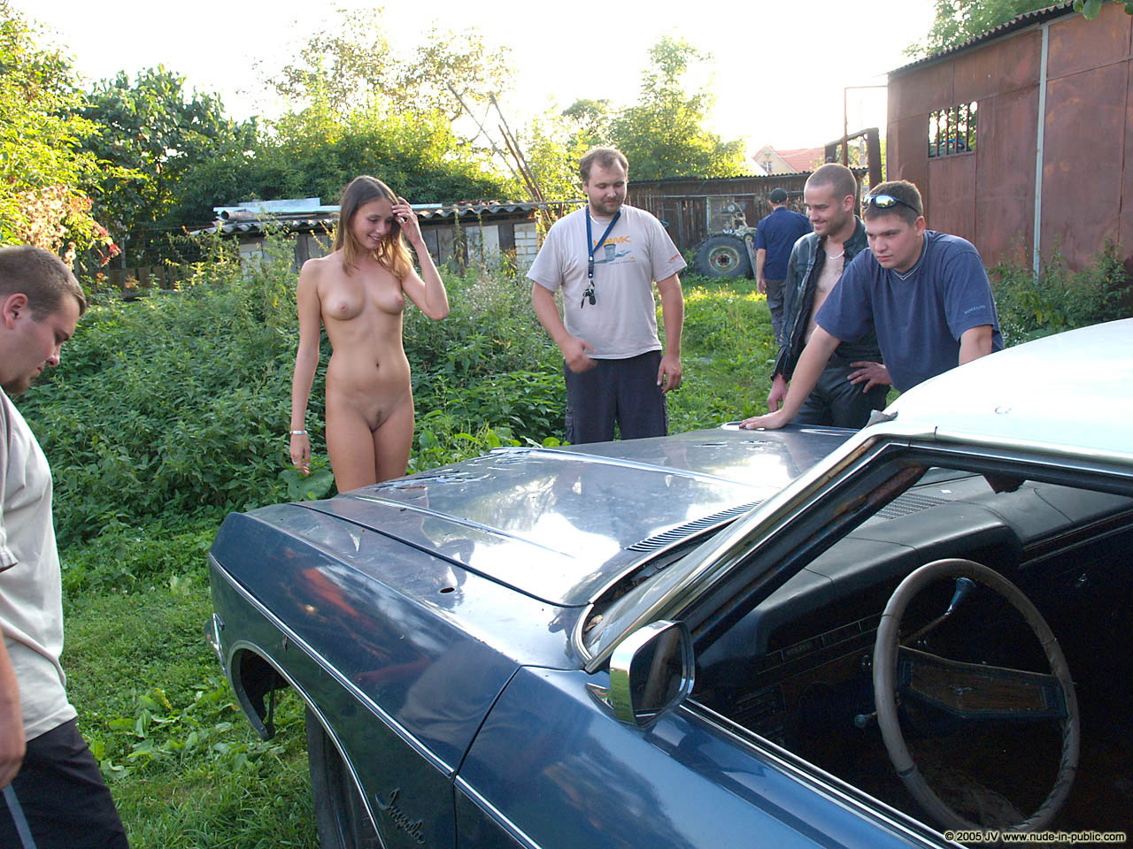 veronika-e-junkyard-cars-mechanic-nude-in-public-35