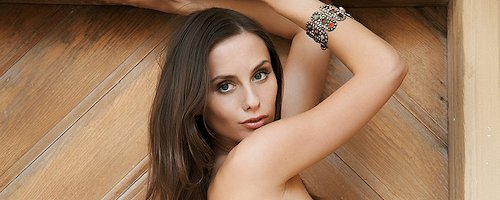 Veronika Vesela – Wooden door