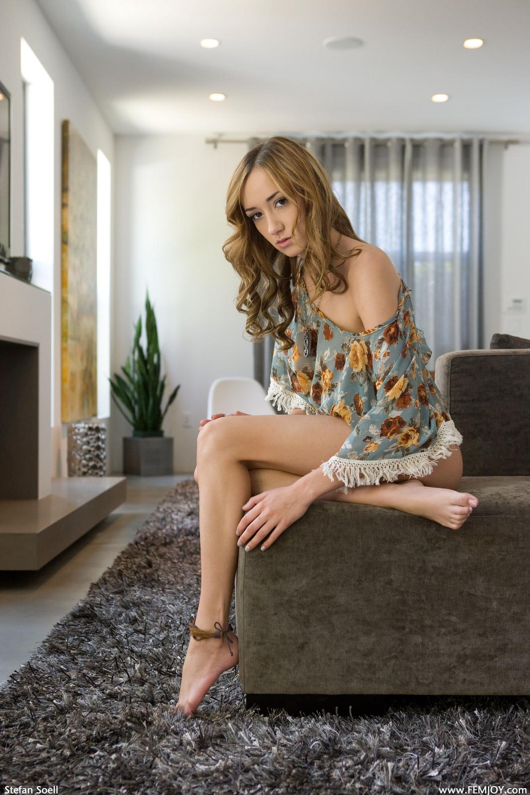 victoria-rae-slim-naked-boobs-apartment-femjoy-03