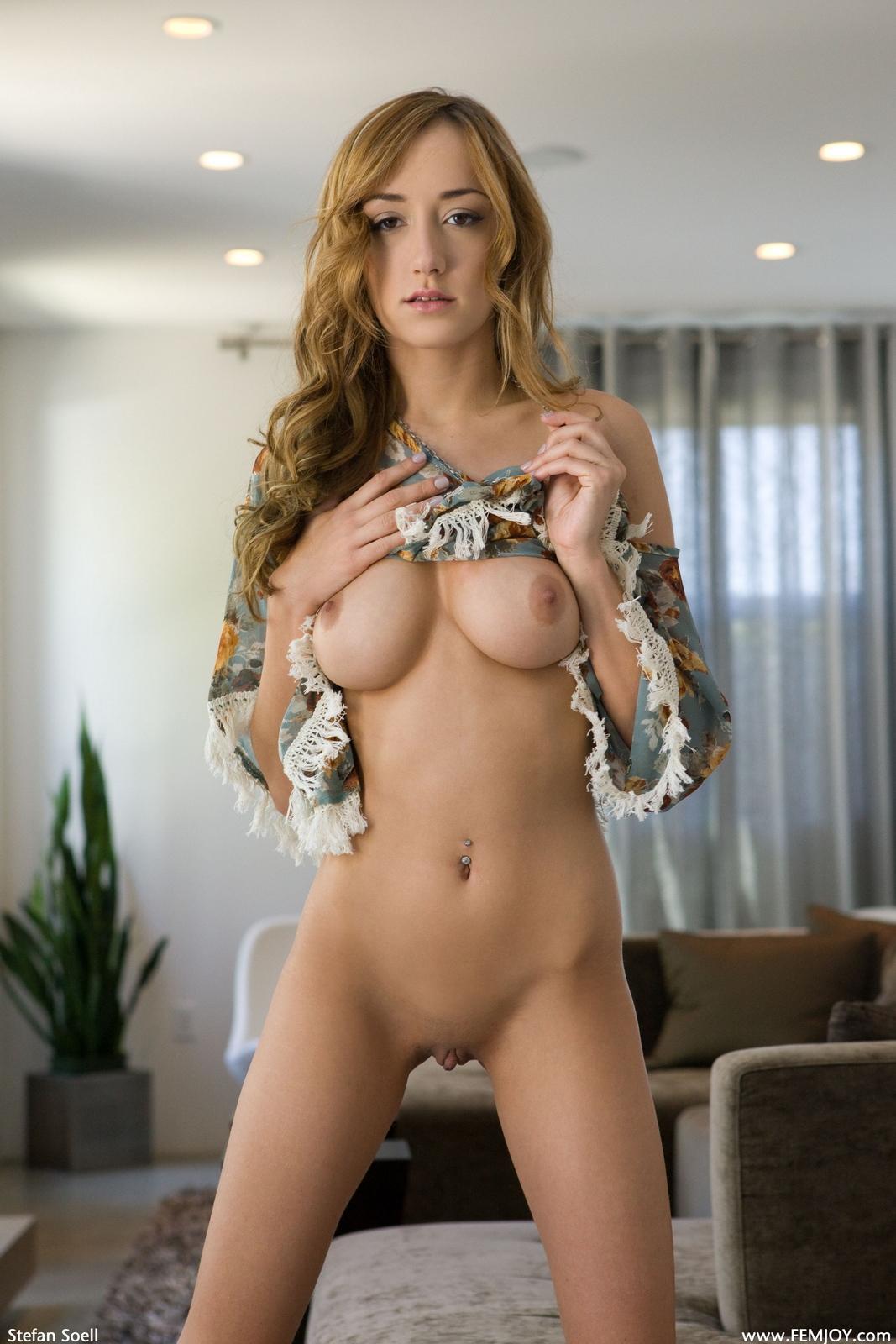 victoria-rae-slim-naked-boobs-apartment-femjoy-08