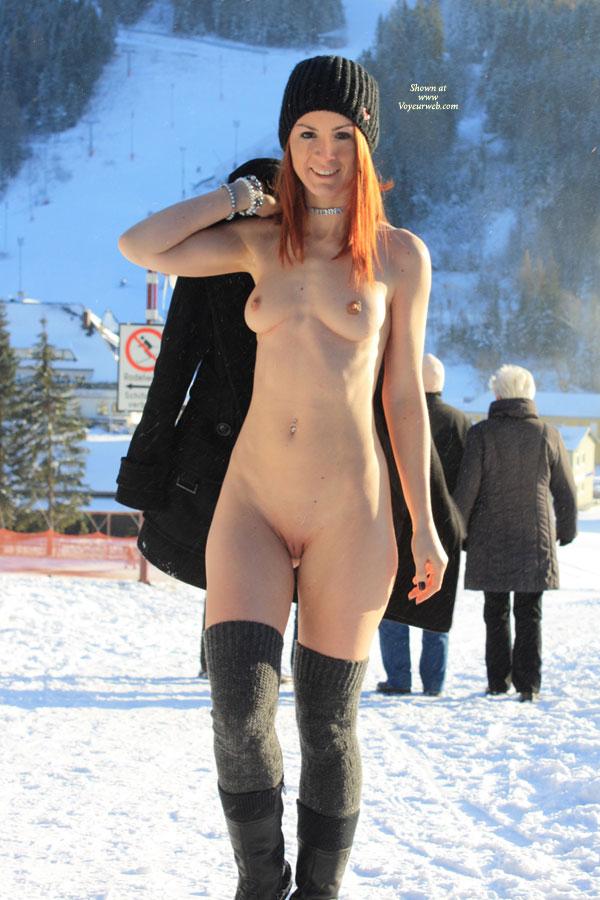 winter snow nude amateur