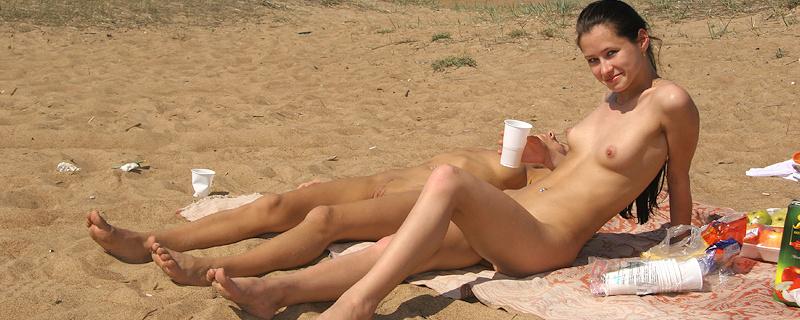 Vika and Maria going to the beach
