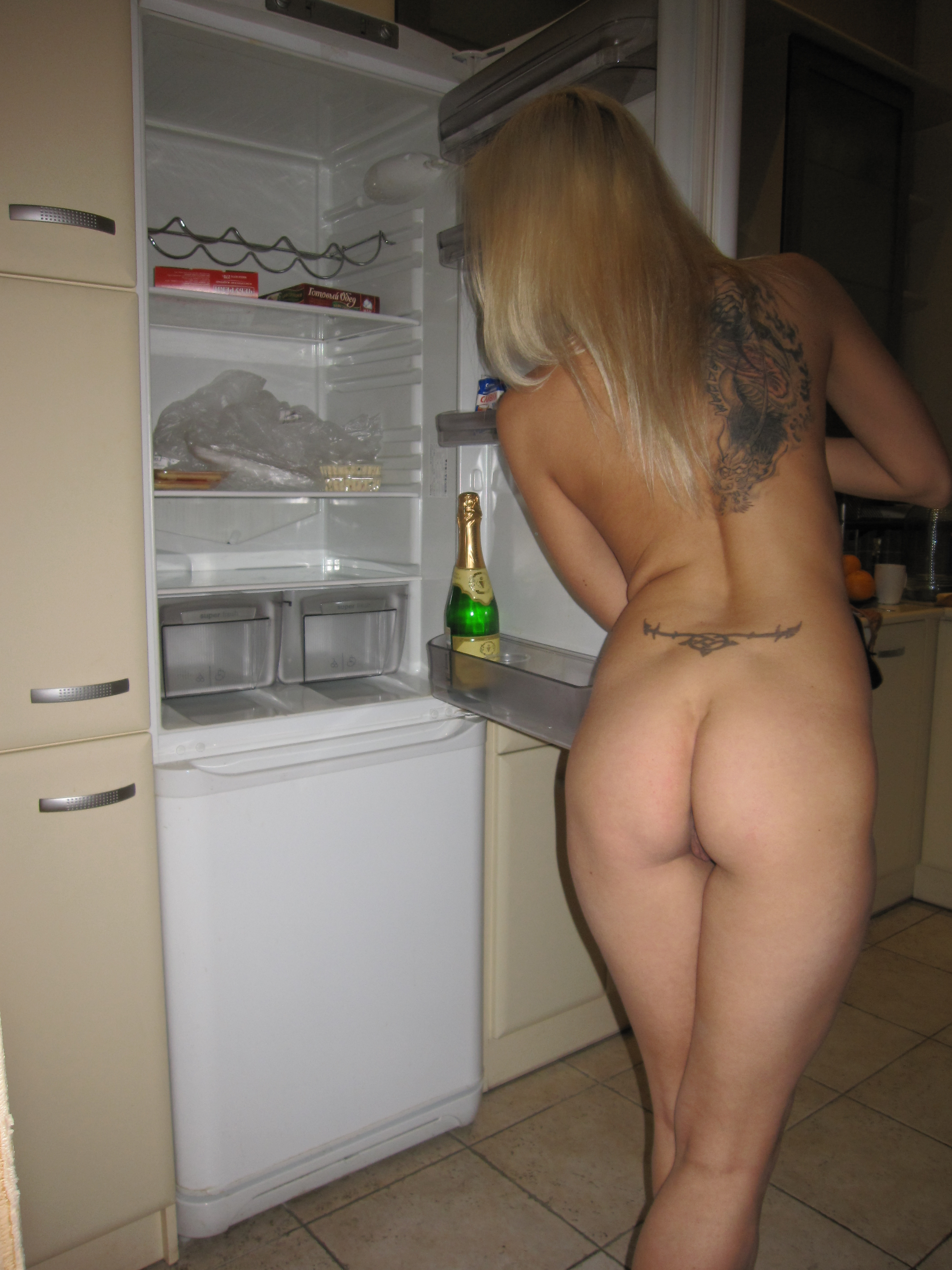 young-amateur-blonde-tattoo-naked-exgirlfriend-14
