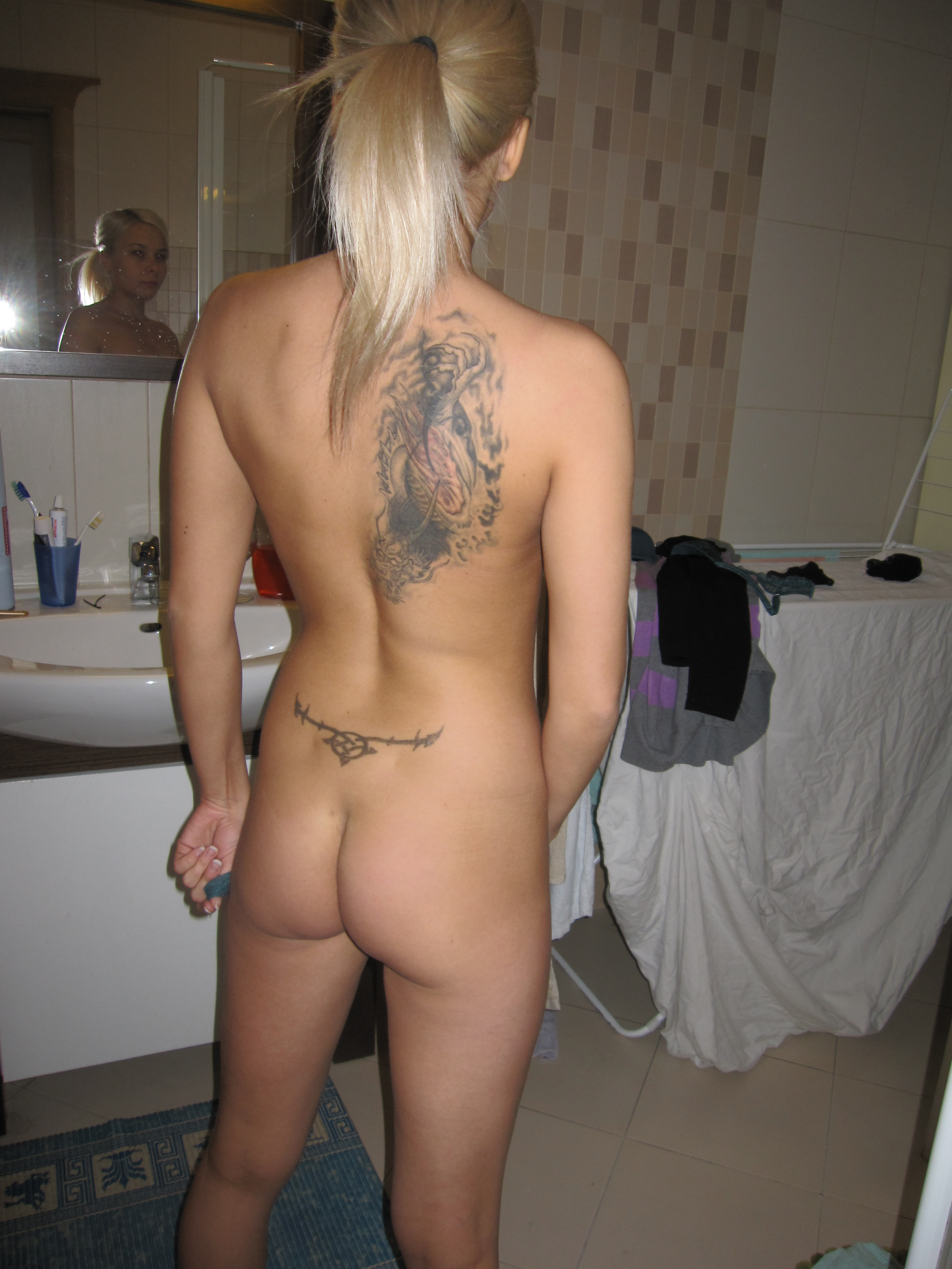 young-amateur-blonde-tattoo-naked-exgirlfriend-35