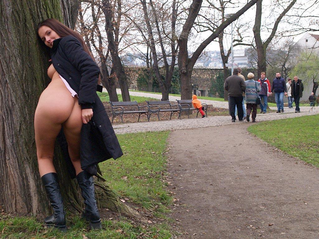 zuzana-presova-nude-in-public-14