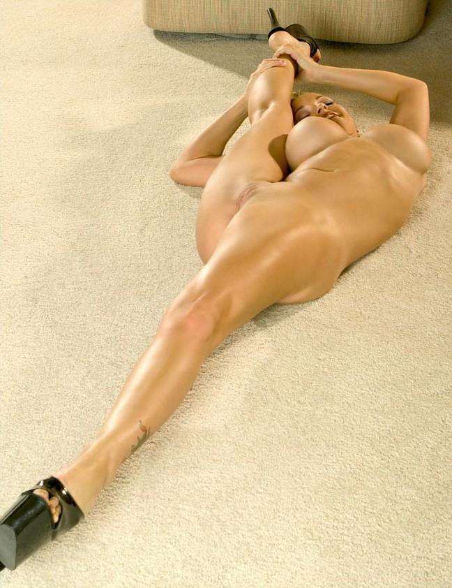 голые девушки делают ногами азиатка красном