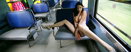 Gwen nude in train