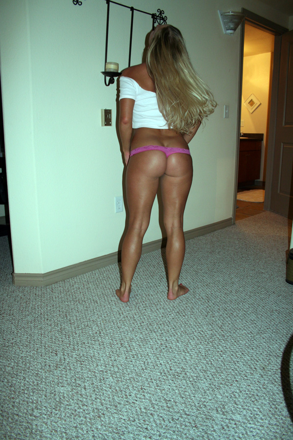 Blond amateur with juicy ass