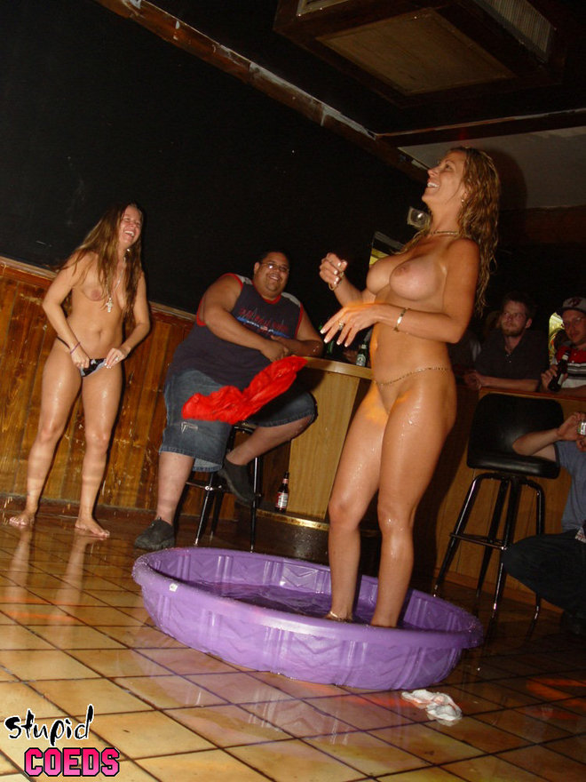 клип в ночном клубе голые девушки поездка изначально