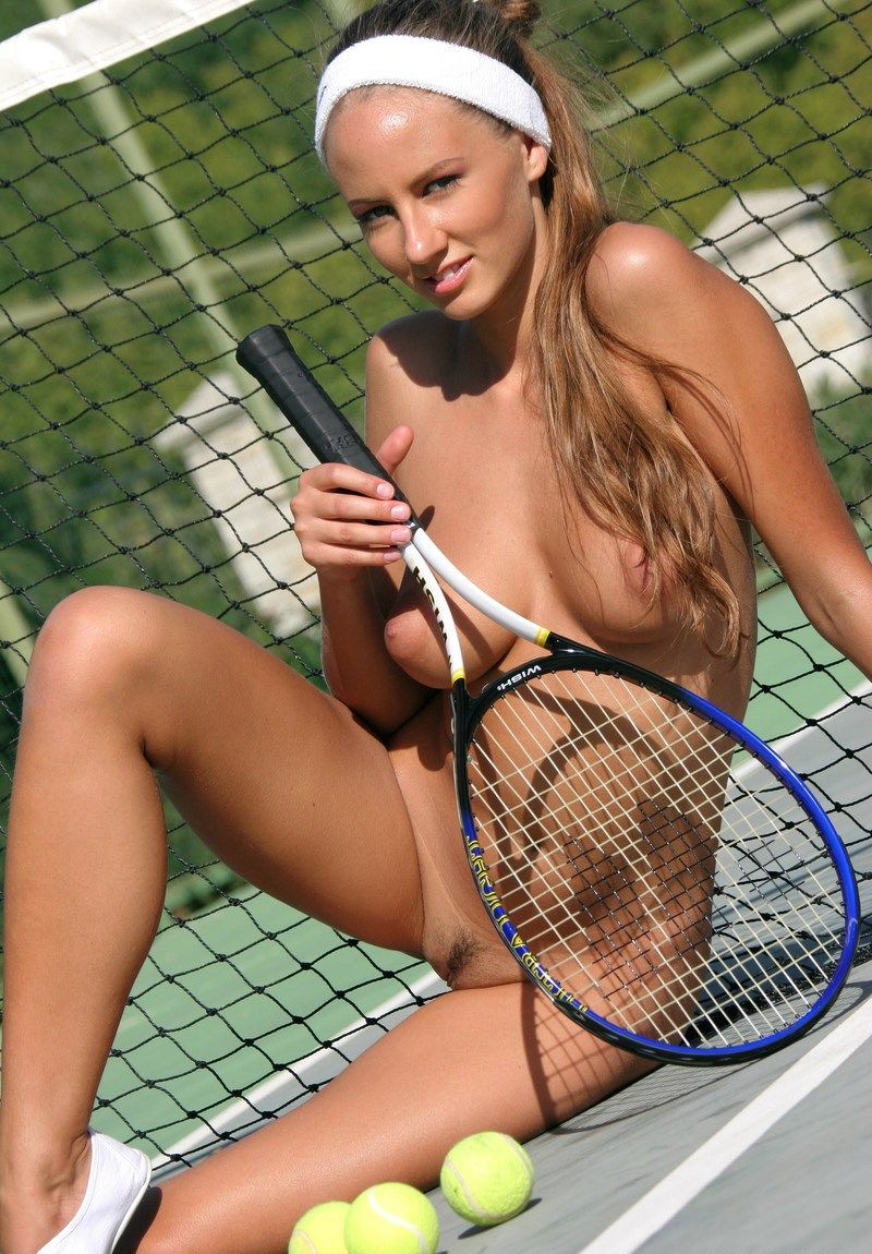 naked picture of female tennis player